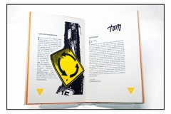 03booksigns
